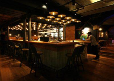Brauereigaststätte Szenelokal mit Blick auf die Bar