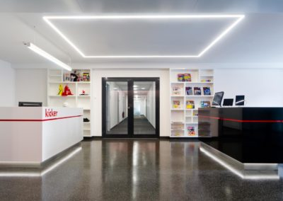 Empfang Olympiaverlag mit Linearer Pendelleuchte und LED Linien in der Decke